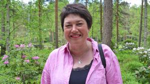 Vasabon Benita Nordgren besökte rhododendronparken i Helsingfors i juni 2015