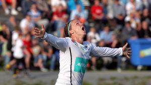 Petteri Forsell firar mål för IFK Mariehamn, 2014.