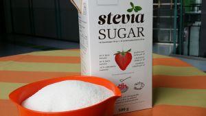 Dansukkerin SteviaSokeria purkissa ja kulhossa