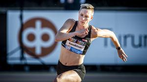 Linda Sandblom hoppar höjd i Kalevaspelen.