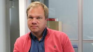 Jonas Forsman är lärare i Brändö gymnasium.