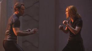 Brie Larsons Vers tränar kampsport med Jude Laws Yon-rogg.