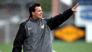 Marko Saloranta har lång erfarenhet som tränare inom damfotbollen.