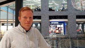 Martin Österberg i köpcentret Iso Omena i Esbo.