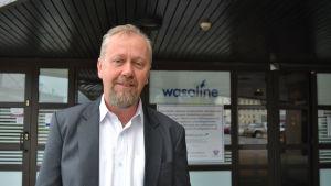 Vd Peter Ståhlberg framför Wasalines terminal