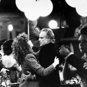 """Maria Schneider och Marlon Brando dansar i """"Sista tangon i Paris""""."""