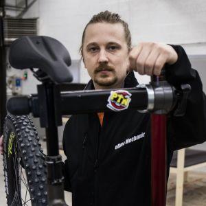 Iikka Ahonen, yrittäjä, Iikan pyörävarikko.