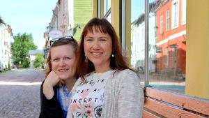 Musikerna Stella Jonasson och Camilla Wiksten-Rönnbacka