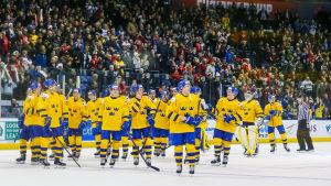 Sverige åker hem från JVM utan medalj efter en sensationell förlust mot Schweiz.