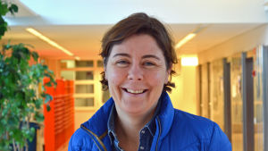 Birgitta Lindholm är tränare för HIFK damhandbollslag