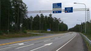En riksväg utan trafik.