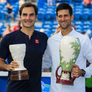 Två stora tennisspelare hyllar varandra.
