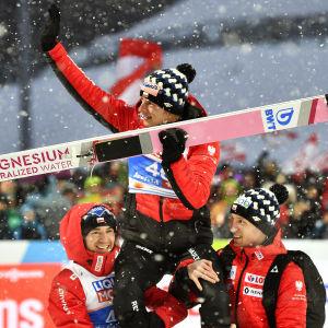 Dawid Kubacki firar sin VM-seger i backhoppning.