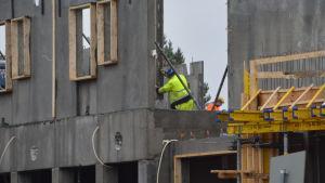 Husbyggare på bygge
