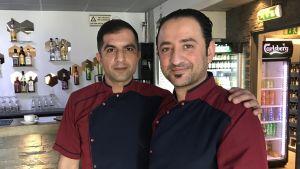 Kusinerna Bedii Kiremit och Muhittin Eke i sin restaurang.