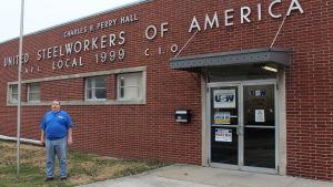Don Zering utanför Stålarbetarfackets lokalavdelning i Indianapolis.