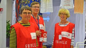 Helena Blomqvist, Johanna Westman och Britt Mari Björklund från Röda korset i Kyrkslätt.