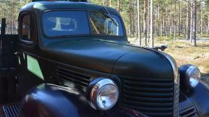 En gammal bil från 1940-talet.