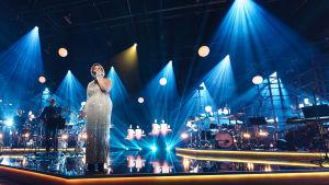 Jepa Lambert laulaa Elämäni Biisi -lavallla.