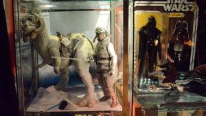 Luke Skywalker med en tauntaun från Stjärnornas krig.