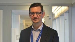 Porträtt av Jari Karjalainen, koncernförvaltningsdirektör i Vasa stad.