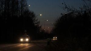 Älyvalot valaisevat tietä autoilijoille Savonlinnassa.