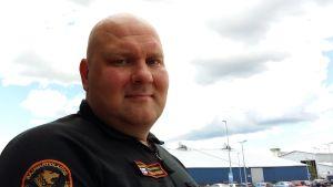 Sjöräddningsledare Kristian Hermansson vid Sjöräddningscentalen i Åbo.