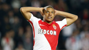 Mbappé i Monaco-tröjan.