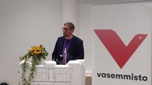 Paavo Arhimäki talar i Kemi.