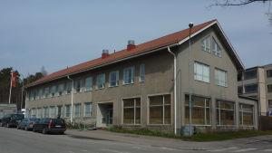 Västnylands bildkonstskola finns i samma byggnad där Axxell Utbildning Ab finns.