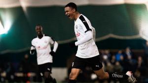 Momodou Sarr firar ett mål i en cupmatch mot RoPS i februari.