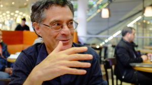 Lingvisten dr. Marc Okrand, uppfinnaren av det artificiella språket klingonskan.