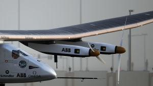 Solar Impulse 2 på väg från Abu Dhabi till Oman 9.3. 2015