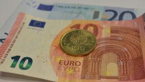 Grekisk drachme och euron.