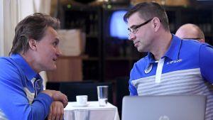 Mika Kojonkoski och Mika Lehtimäki är starka män inom toppidrottsenheten vid Finlands olympiska kommitté.