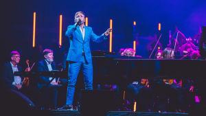 Reino Nordin esiintyy Classical Trancelations -konsertissa.