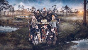 Eränkävijät 5. kauden markkinointikuva. Kauden henkilöt soisen luonnon keskellä kiväärit kädessä. Keskellä sarjan logo.