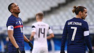Anthony Martial och Antoine Griezmann ser besvikna ut.