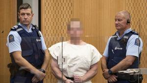 Brenton Tarrant inför domstolen i Christchurch den 16 mars. Han ska infinna sig i rätten igen den 5 april och hålls häktad fram tills dess.
