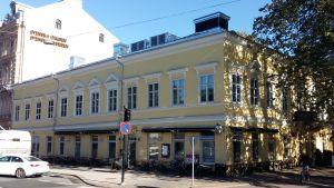 Ett gult hus i Åbo som Carlo Bassi ritat.