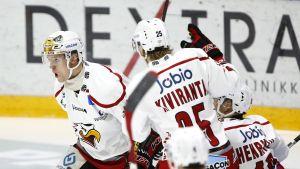 Sport knappar in på konkurrenterna i ishockeyligan.