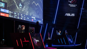 Joona Sotala koncentrerad i en match på scenen på Assembly Summer 2019