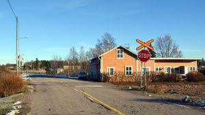 Den obevakade plankorsningen vid Skinnarbyvägen i Lovisa
