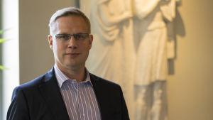 Niclas Grönholm vid utbildningsverket i Helsingfors