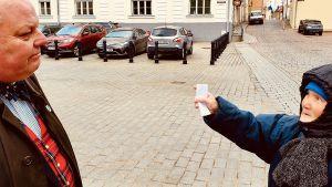 Estniska Eevi beskyller i häftiga ordalag Anders Hedman för att gå Satans ärenden när han förespråkar tolerans mot sexuella minoriteter.
