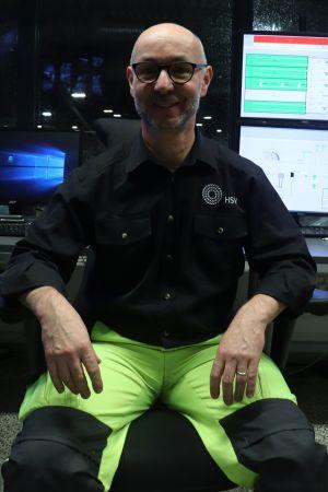Christoph Gareis sitter vid sitt arbetsbord.