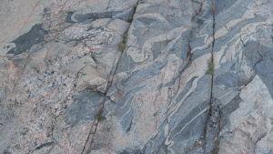 Granitberg med vackert mönster.