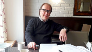 Paavo Koistinen är ordförande för Finlands Patientförbund. Han säger att förbundet redan 2010 presenterade en modell för att följa med kvaliteten i vården, men ännu finns inget enhetligt kvalitetsregister.