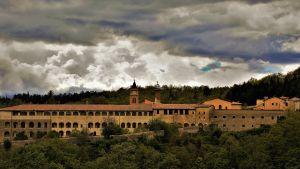 Vy med det italienska klostret Certosa di Trisulti
