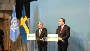 Sveriges statsminister Stefan Löfven och FN:s generalsekreterare Antonio Guterres framför talarstolar.